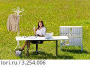 Купить «Бизнес-леди в эко-офисе», фото № 3254006, снято 20 августа 2011 г. (c) CandyBox Images / Фотобанк Лори