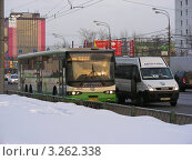 Купить «Москва. Виды города. Транспорт едет по Щелковскому шоссе», эксклюзивное фото № 3262338, снято 17 февраля 2012 г. (c) lana1501 / Фотобанк Лори