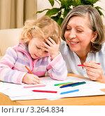 Купить «Портрет счастливой бабушки около своей рисующей внучки», фото № 3264834, снято 10 января 2012 г. (c) CandyBox Images / Фотобанк Лори