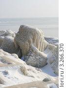 Купить «Обледеневший берег моря», фото № 3266370, снято 18 февраля 2012 г. (c) Робул Дмитрий / Фотобанк Лори