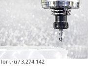 Купить «Изготовление детали на фрезерном станке», фото № 3274142, снято 23 января 2019 г. (c) Дмитрий Калиновский / Фотобанк Лори