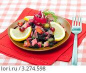 Русский салат - винегрет с лимонными дольками, фото № 3274598, снято 3 апреля 2011 г. (c) ElenArt / Фотобанк Лори