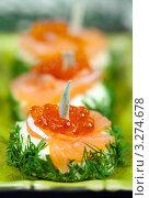 Купить «Бутерброды с красной икрой и укропом», фото № 3274678, снято 12 января 2012 г. (c) ElenArt / Фотобанк Лори