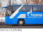 Купить «Корпоративный комфортабельный автобус в центре Москвы», фото № 3278462, снято 20 февраля 2012 г. (c) Абрамов Роман Николаевич / Фотобанк Лори