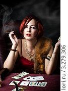 Купить «Молодая рыжеволосая девушка в казино», фото № 3279306, снято 30 марта 2020 г. (c) katalinks / Фотобанк Лори