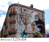Купить «Граффити на стене дома, Лиссабон, Португалия», фото № 3279434, снято 6 июля 2011 г. (c) Светлана Колобова / Фотобанк Лори