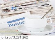 Купить «Свежие деловые газеты и утренний кофе», фото № 3281262, снято 22 января 2012 г. (c) Воронин Владимир Сергеевич / Фотобанк Лори