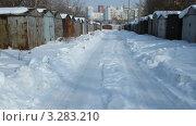 Купить «Городской гаражный кооператив с металлическими гаражами зимой», видеоролик № 3283210, снято 23 февраля 2012 г. (c) Mikhail Erguine / Фотобанк Лори