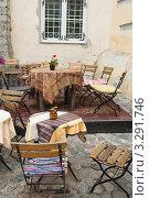 Купить «Интерьер уличного кафе в Таллине», фото № 3291746, снято 29 мая 2011 г. (c) Игорь Соколов / Фотобанк Лори