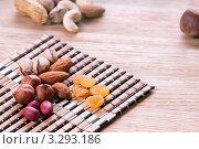 Купить «Орехи и сухофрукты на деревянном столе», фото № 3293186, снято 23 апреля 2011 г. (c) Glen_Cook / Фотобанк Лори