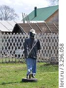 Купить «Современное огородное пугало», фото № 3296058, снято 30 апреля 2011 г. (c) LightLada / Фотобанк Лори