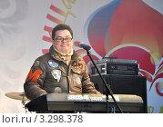 Купить ««Человек-оркестр» Владимир Дон», фото № 3298378, снято 26 февраля 2012 г. (c) Голованов Сергей / Фотобанк Лори