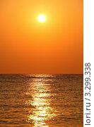 Купить «Солнце на оранжевом небе над морем», фото № 3299338, снято 20 июля 2010 г. (c) Losevsky Pavel / Фотобанк Лори