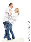 Купить «Счастливая молодая пара в джинсах и белых рубашках танцует», фото № 3300154, снято 4 апреля 2010 г. (c) Losevsky Pavel / Фотобанк Лори