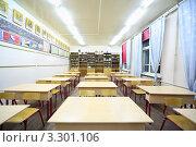 Купить «Пустые парты в кабинете физики в школе», фото № 3301106, снято 14 октября 2010 г. (c) Losevsky Pavel / Фотобанк Лори