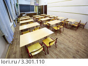 Купить «Пустой школьный класс с партами», фото № 3301110, снято 14 октября 2010 г. (c) Losevsky Pavel / Фотобанк Лори