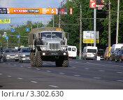 Транспорт едет по Щелковскому шоссе. Москва, эксклюзивное фото № 3302630, снято 4 июня 2011 г. (c) lana1501 / Фотобанк Лори