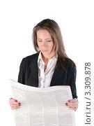 Купить «Девушка в деловом костюме читает газету», фото № 3309878, снято 21 мая 2011 г. (c) Elena Monakhova / Фотобанк Лори