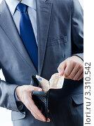 Купить «Мужчина в костюме достает евро из кошелька», фото № 3310542, снято 14 октября 2011 г. (c) Elnur / Фотобанк Лори