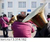 Купить «Избирательный участок. Трубы оркестра. Выборы президента 4 марта 2012 года», фото № 3314182, снято 4 марта 2012 г. (c) Александр Подшивалов / Фотобанк Лори