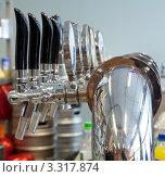 Купить «Барная стойка, фрагмент», фото № 3317874, снято 4 марта 2012 г. (c) Михаил Иванов / Фотобанк Лори
