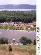 Купить «Поляна Грушинского фестиваля. Вид с горы.», фото № 3318458, снято 31 мая 2006 г. (c) Василий Козлов / Фотобанк Лори