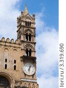 Купить «Башня с двойными стрельчатыми окнами», фото № 3319690, снято 1 мая 2011 г. (c) Elena Monakhova / Фотобанк Лори