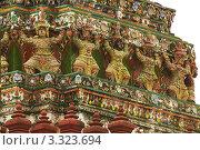 Купить «Фрагмент пагоды буддийского храма Ват Арун. Бангкок, Таиланд», фото № 3323694, снято 2 октября 2011 г. (c) Виктор Савушкин / Фотобанк Лори