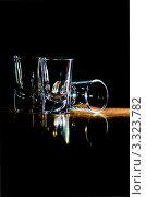Стеклянные рюмки на столе, черный фон. Стоковое фото, фотограф Владислав Сернов / Фотобанк Лори