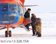 Купить «Прилет выборной комиссии в тундру», фото № 3328154, снято 18 февраля 2012 г. (c) Пьянков Александр / Фотобанк Лори