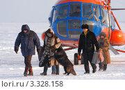 Купить «Прилет выборной комиссии в тундру», фото № 3328158, снято 18 февраля 2012 г. (c) Пьянков Александр / Фотобанк Лори