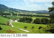 Купить «Вид на Альпы из знаменитой швейцарской деревушки Грюйер, родины швейцарского сыра», фото № 3330446, снято 25 июля 2008 г. (c) Светлана Кудрина / Фотобанк Лори