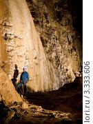 Человек в пещере. Стоковое фото, фотограф Кирилл Багрий / Фотобанк Лори