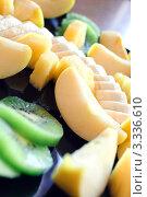 Нарезанные кусочками банан и другие фрукты крупным планом. Стоковое фото, фотограф Александр Фемяк / Фотобанк Лори