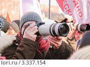 """Фотограф на митинге """"За новые выборы"""" 10 марта 2012 года на Новом Арбате. Редакционное фото, фотограф Алёшина Оксана / Фотобанк Лори"""