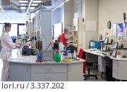 Купить «Лаборатория качества на пивзаводе», фото № 3337202, снято 11 марта 2012 г. (c) Михаил Иванов / Фотобанк Лори