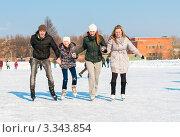 Купить «Компания молодых людей катается на коньках на катке», эксклюзивное фото № 3343854, снято 9 марта 2012 г. (c) Игорь Низов / Фотобанк Лори