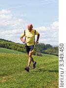 Купить «Пожилой мужчина на пробежке летом», фото № 3349450, снято 23 января 2019 г. (c) Erwin Wodicka / Фотобанк Лори