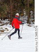 Купить «Пожилой мужчина занимается скандинавской ходьбой», фото № 3349574, снято 24 июня 2019 г. (c) Erwin Wodicka / Фотобанк Лори