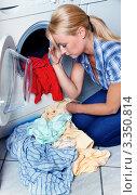 Купить «Девушка у стиральной машины», фото № 3350814, снято 5 июня 2020 г. (c) Erwin Wodicka / Фотобанк Лори