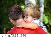 Купить «Сын на руках у отца», фото № 3351194, снято 13 июля 2019 г. (c) Erwin Wodicka / Фотобанк Лори