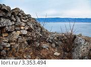 Купить «Байкал. Курыканская стена на мысе Хоргой, остров Ольхон», эксклюзивное фото № 3353494, снято 4 ноября 2010 г. (c) Виктория Катьянова / Фотобанк Лори