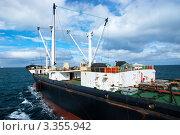Купить «Рыболовный траулер в Атлантическом океане», фото № 3355942, снято 8 февраля 2010 г. (c) Игорь Чайковский / Фотобанк Лори