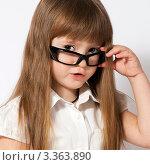 Портрет девочки в очках. Стоковое фото, фотограф Юлия Гусакова / Фотобанк Лори