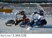 Купить «Два соперника мотоциклиста соревнуются в выходе из поворота на ледяном треке, ледовый спидвей», фото № 3364538, снято 27 января 2012 г. (c) Валерий Краснов / Фотобанк Лори
