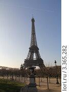 Эйфелева башня, вид с Марсова поля. Стоковое фото, фотограф Наталия Сидельцева / Фотобанк Лори