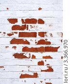 Покрашенная белой краской кирпичная стена с облупившейся краской. Стоковое фото, фотограф Константин Болотин / Фотобанк Лори