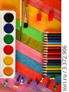 Купить «Акварельные краски  и цветные карандаши», фото № 3372906, снято 25 сентября 2011 г. (c) Сергей Белов / Фотобанк Лори