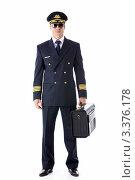 Купить «Пилот гражданской авиации в форме на белом фоне», фото № 3376178, снято 22 сентября 2011 г. (c) Raev Denis / Фотобанк Лори
