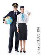 Купить «Пилот с глобусом и стюардесса с самолетом в руке стоят на белом фоне», фото № 3376194, снято 22 сентября 2011 г. (c) Raev Denis / Фотобанк Лори